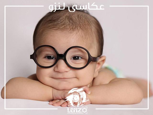 عکس از نوزاد با عینک جذاب