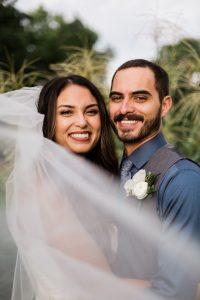 ژست عکس عروس و داماد با با تور عروس