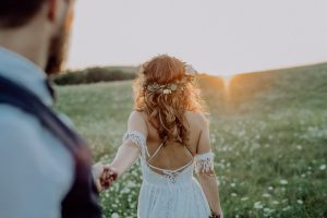 نشان دادن پشت لباس عروس در عکاسی