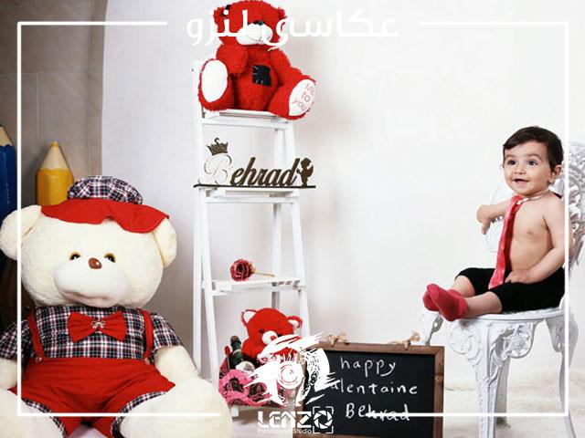 عکس نوزاد پسر با کروات در منزل